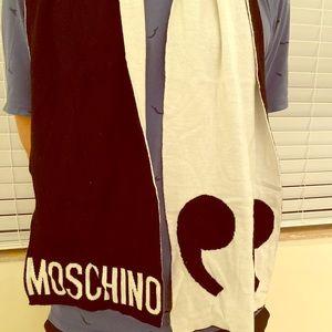 Moschino Winter scarf